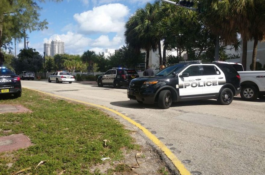 Police cars outside a JCC in Miami (Photo/Twitter)