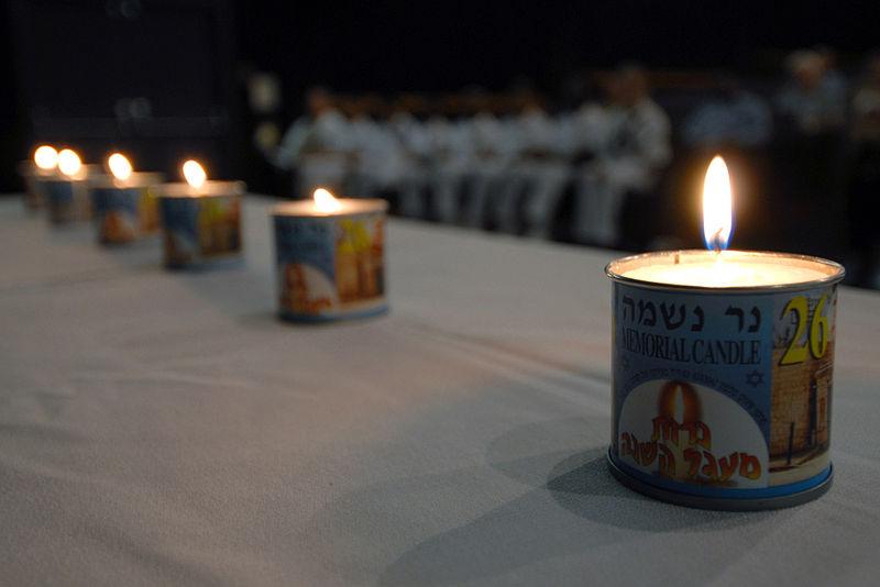 lit yahrzeit candles