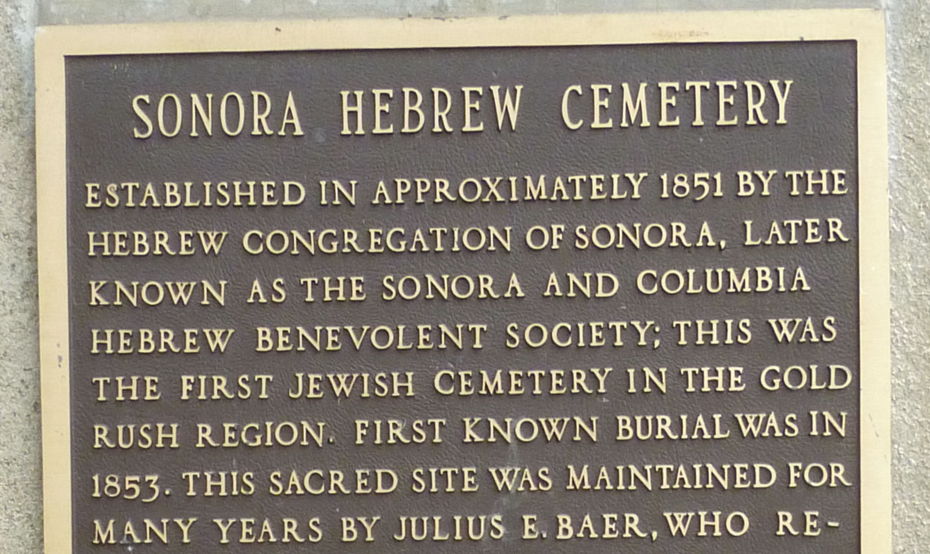 """the plaque reads: """"established in approximately 1851 by the Hebrew Congregation of Sonora, later known as the Sonora and Columbia Hebrew Benevolent Society; this was the first Jewish cemetery in the Gold Rush region."""""""