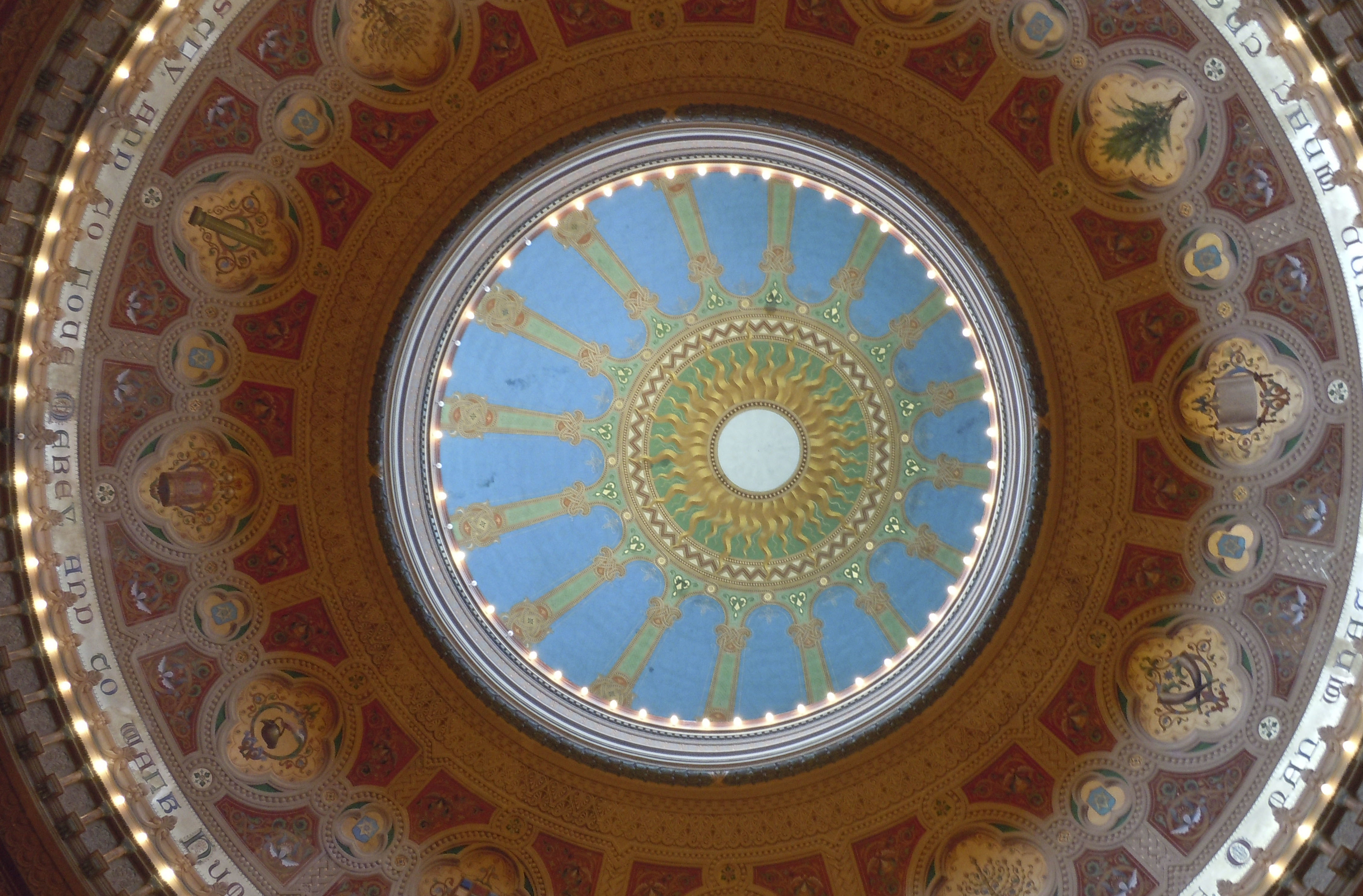 Looking up at the dome of Congregation Sherith Israel in San Francisco. (Photo/From file)
