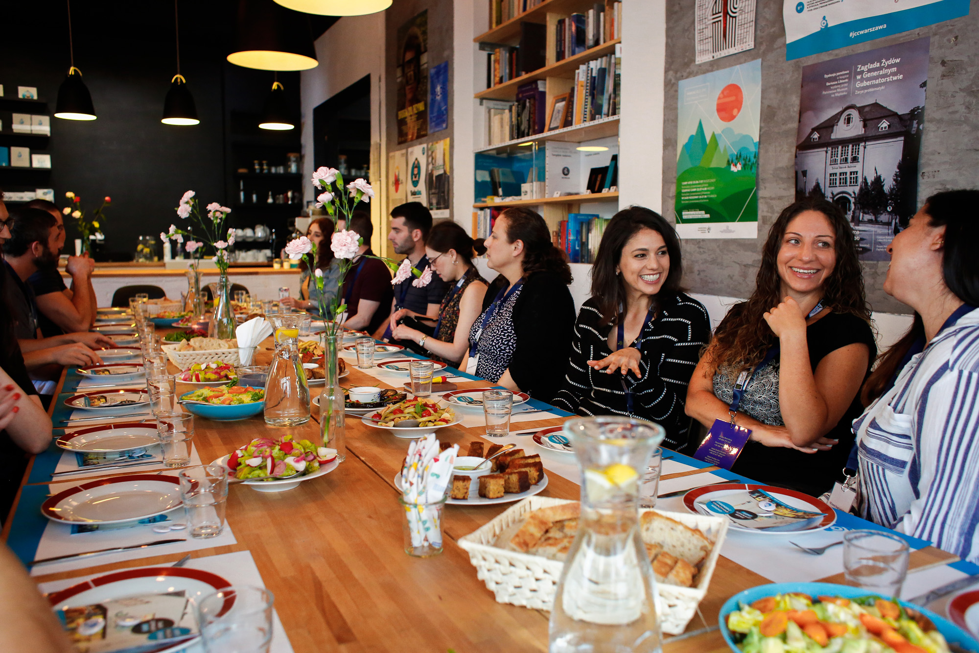 Participants on the YAD trip to Poland dine at the Warsaw JCC. (Photo/Oleska Gro)