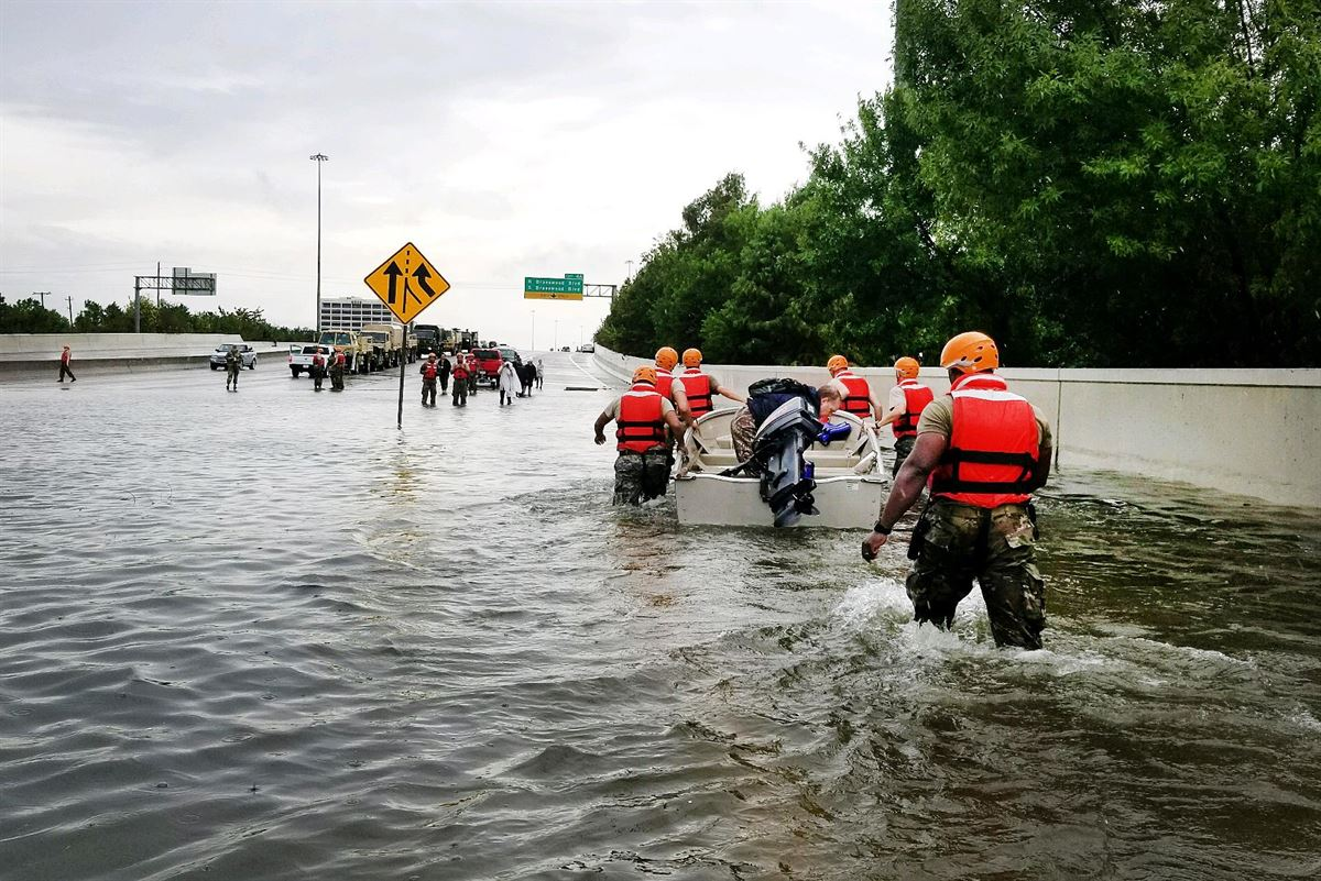 Members of the Texas National Guard assist in relief efforts in the extreme flooding in southeast Texas. (Photo/Department of Defense)