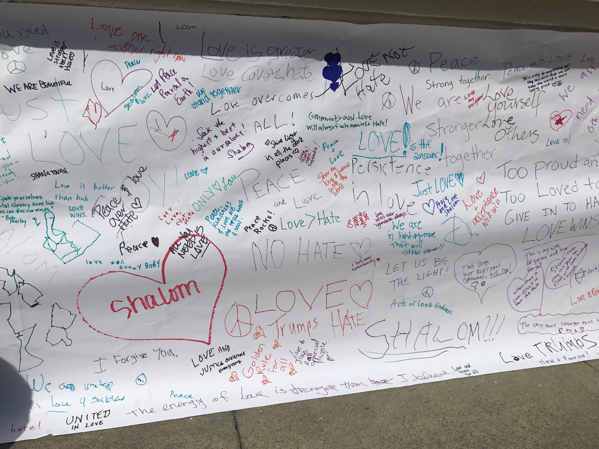 The butcher paper covering anti-Semitic graffiti that appeared at Oakland Temple Sinai on Rosh Hashanah quickly filled up with words of hope and love. (Photo/Sue Fishkoff)