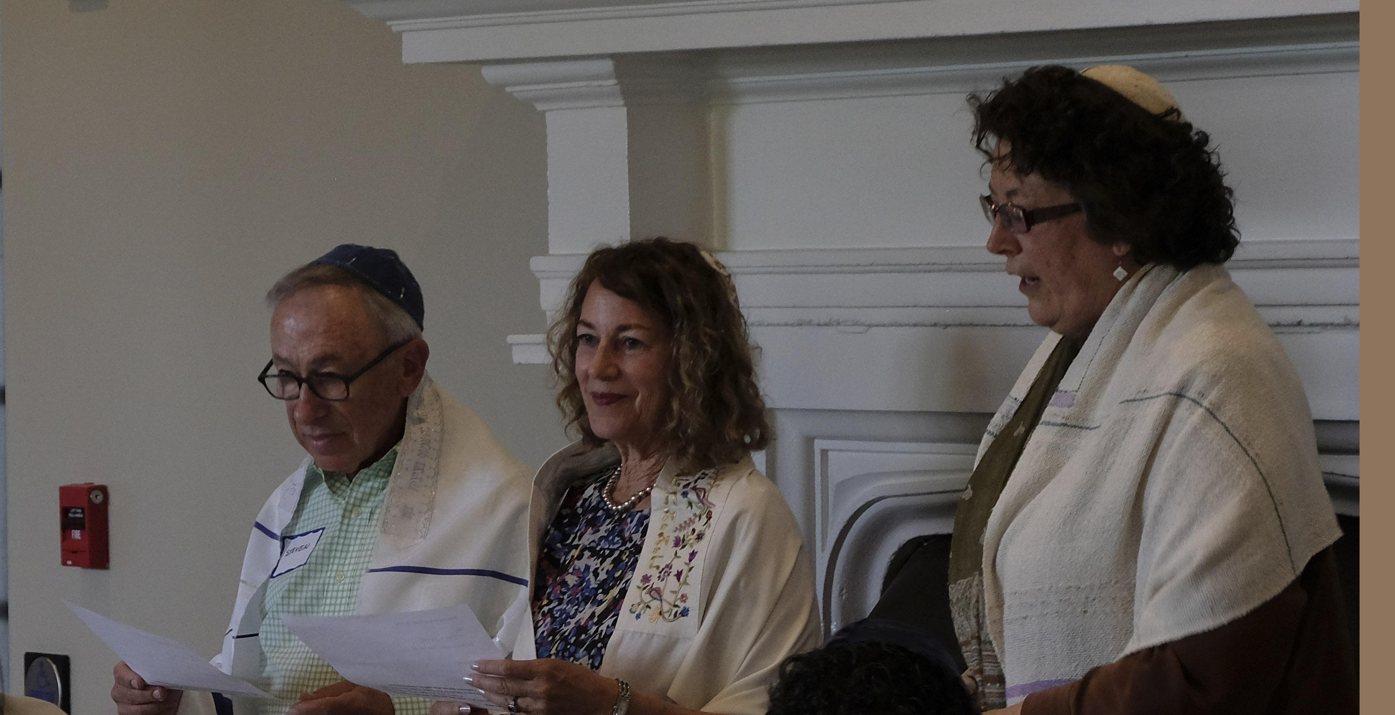 Steve and Linda Wolan with Rabbi Bridget Wynne (right)