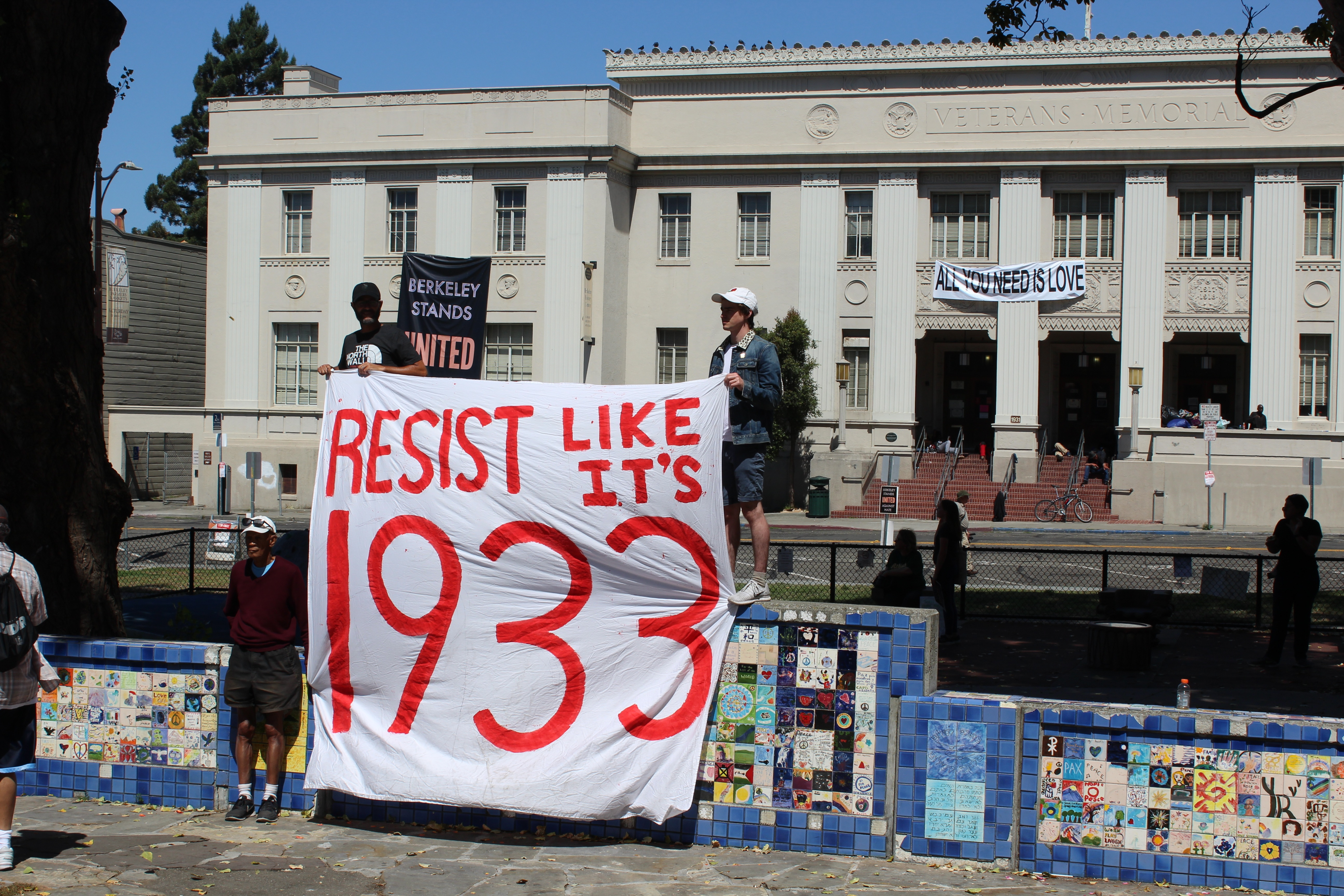 Counterprotesters at Martin Luther King Jr. Civic Center Park in Berkeley, Aug. 27, 2017 (Photo/Rob Gloster)