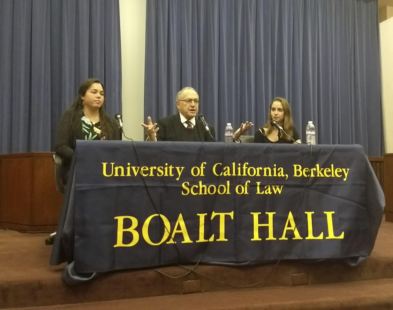 Cal Tikvah co-president Adah Forer (left) and law student Olivia Wittels flank speaker Alan Dershowitz at U.C. Berkeley on Oct. 11, 2017. (Photo/Maya Mirsky)