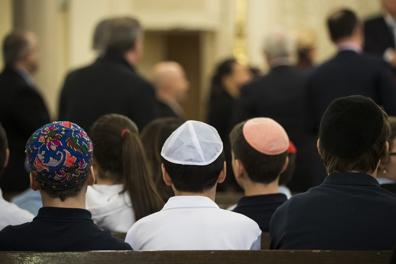 Children sitting at the Park East Synagogue, a Modern Orthodox congregation in New York City, March 3, 2017. (Photo/JTA-Drew Angerer-Getty Images)