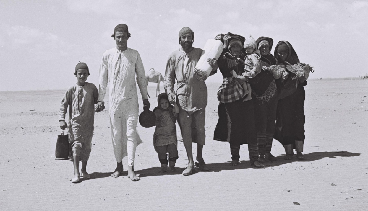A Yemenite family travels to a camp set up by the Joint Distribution Committee near Aden, Yemen, Jan. 1949. (Photo/Israeli National Photo Archive)