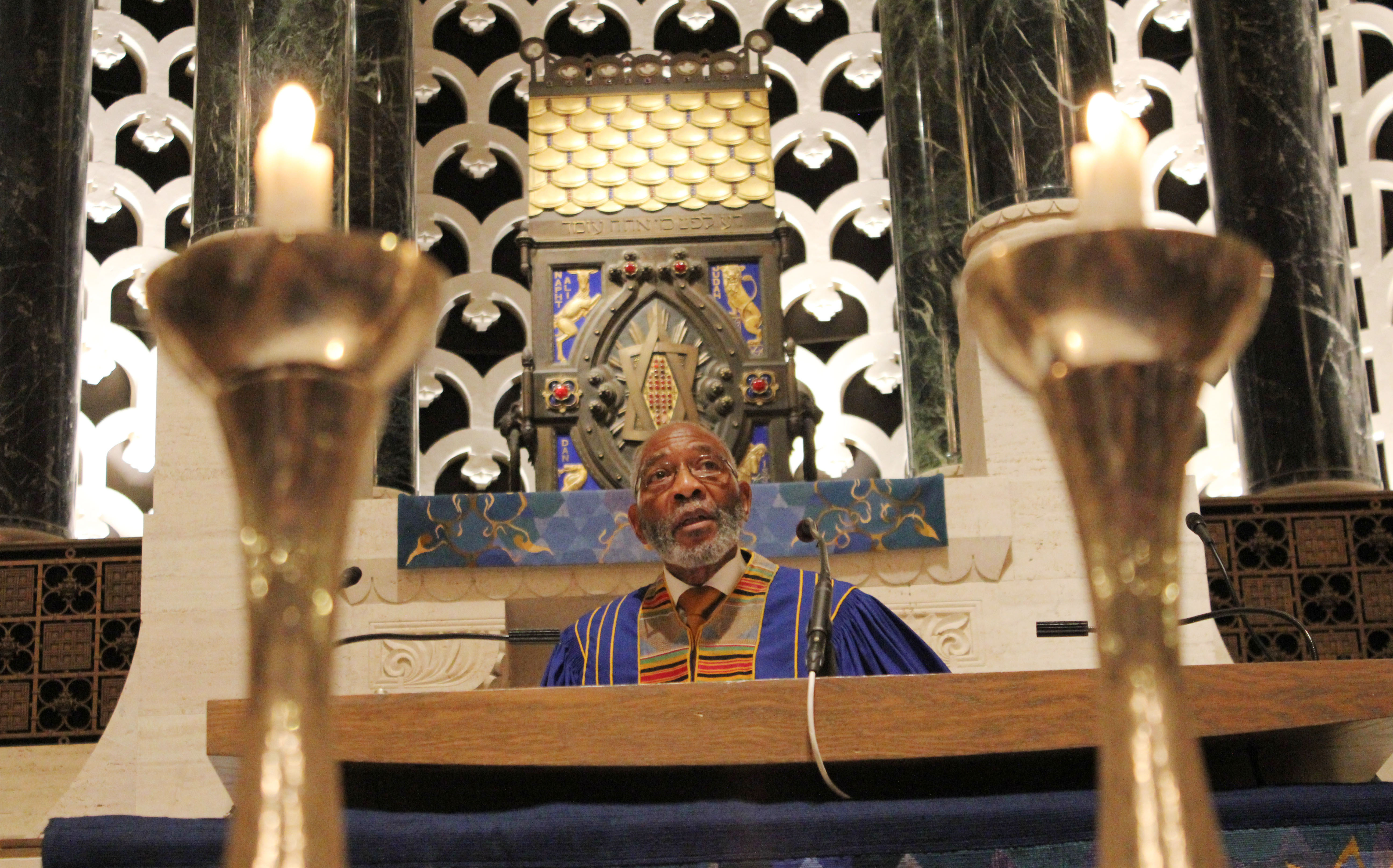 Rev. Amos C. Brown of Third Baptist Church delivers his annual MLK weekend sermon at Congregation Emanu-El in San Francisco, Jan. 12, 2018 (Photo/David A.M. Wilensky)