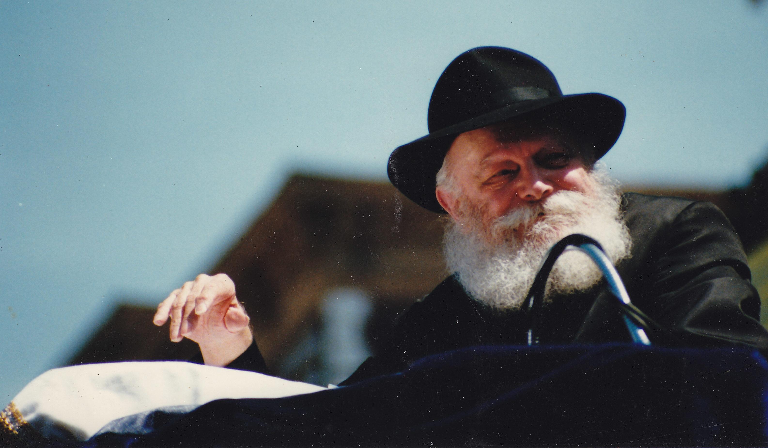 The late Chabad rebbe, Menachem Mendel Schneerson, in Brooklyn, May 1987 (Photo/Wikimedia CC BY 3.0)