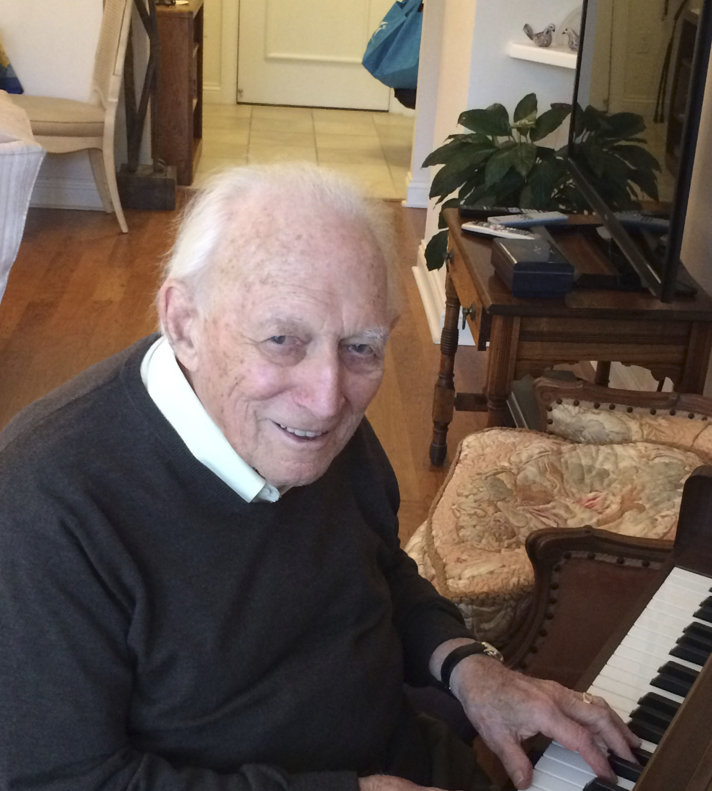 Bernie Marcus started playing the piano at age 80. (Photo/Rob Gloster)