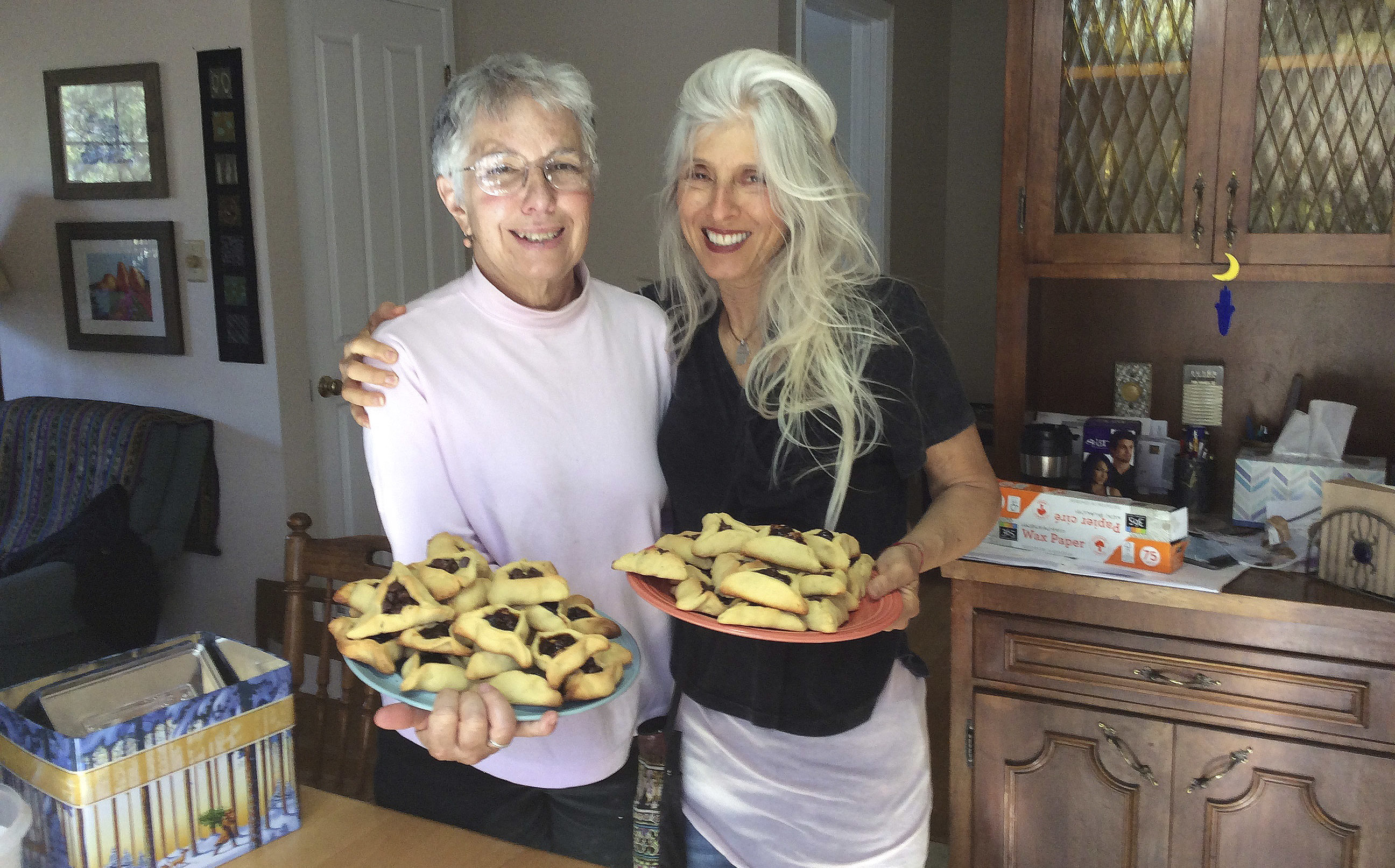 Deana Abramowitz (left) and Miriam Wald baking hamantaschen in 2016 (Photo/Wendy Cohen)