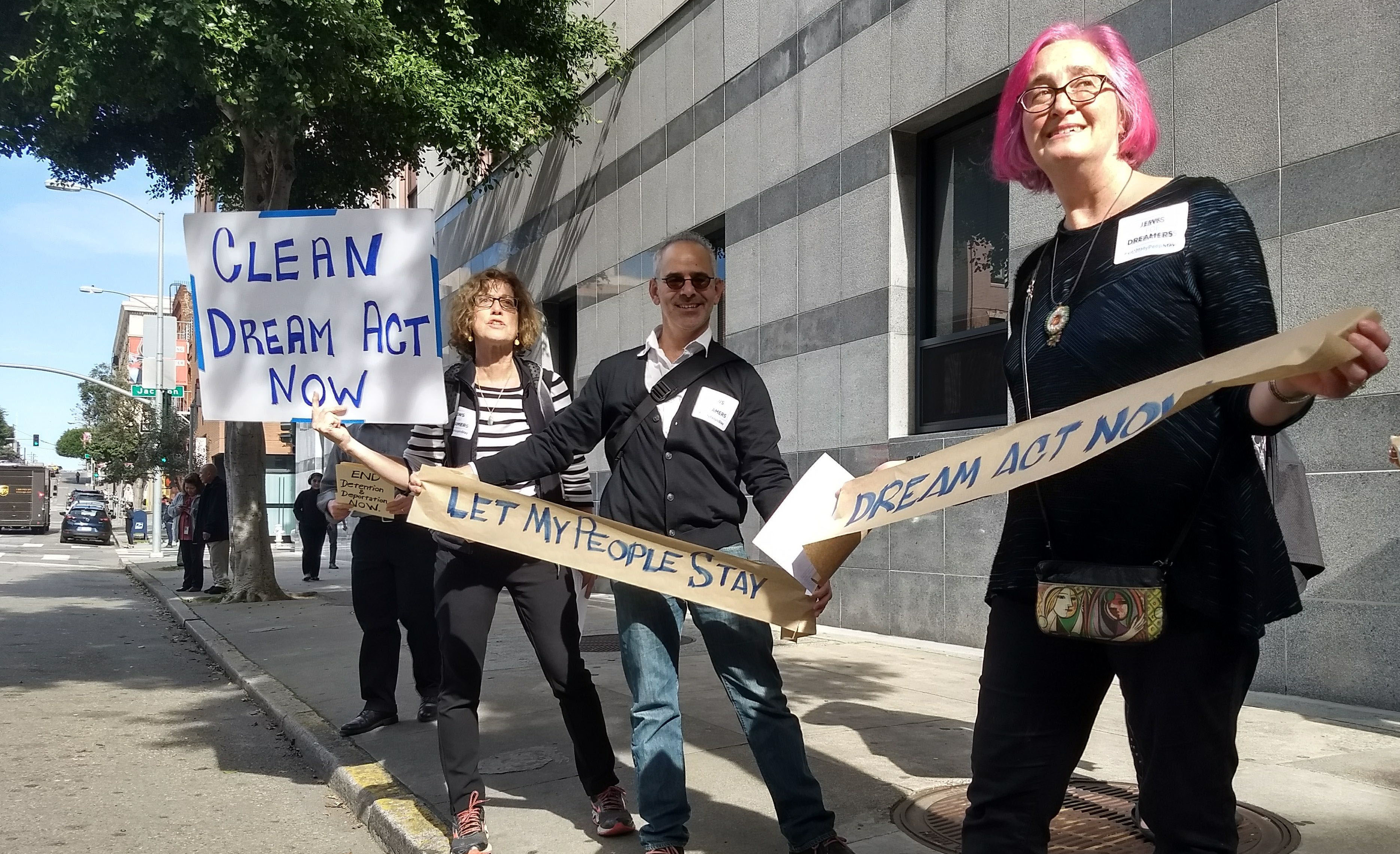 Jewish supporters of legislation to continue DACA protesting outside the downtown San Francisco office of Immigration and Customs Enforcement, Feb. 5, 2018. (Photo/Maya Mirsky)