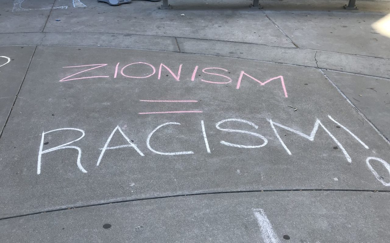 Chalk writing at San Francisco State University, Feb. 23, 2018. (Photo/Courtesy SF Hillel)