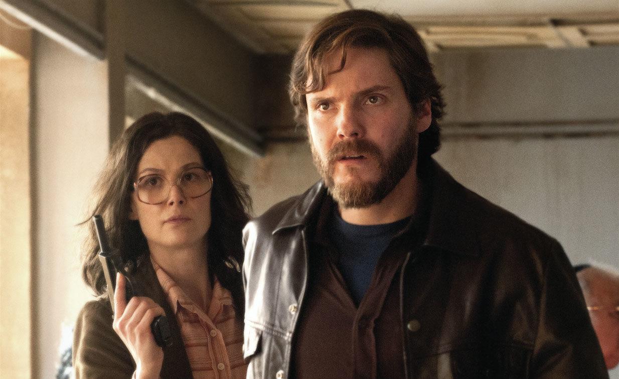"Daniel Bruhl and Rosamund Pike in ""7 Days in Entebbe"" (Photo/Liam Daniel-Focus Features)"