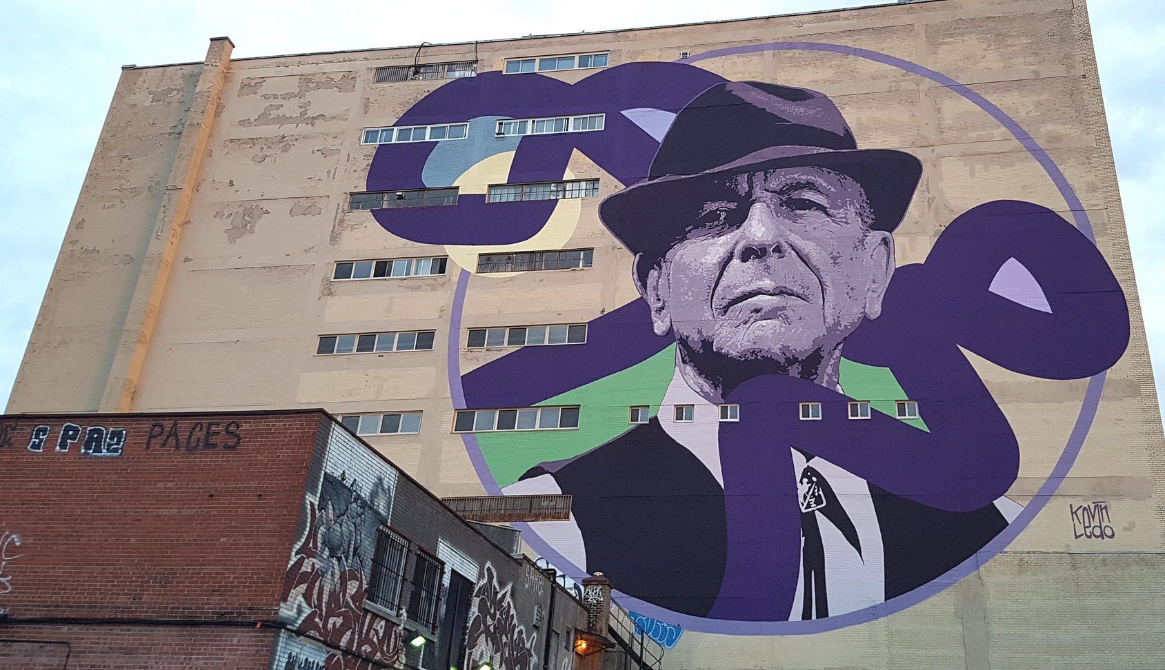 Mural of Leonard Cohen in Montreal by artist Kevin Ledo (Photo/Flickr-fredisonfire CC BY-SA 2.0)