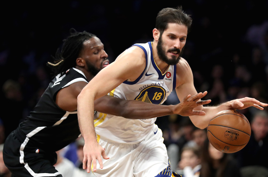 Omri Casspi, right, playing for the Golden State Warriors in a game against the Brooklyn Nets at the Barclays Center in Brooklyn, Nov. 19, 2017. (Photo/JTA-Abbie Parr-Getty Images)