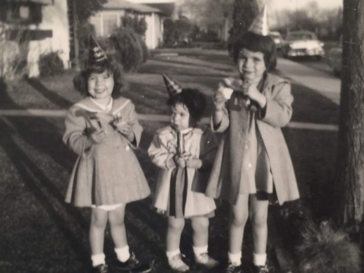 Beth Singer (left) with her sisters Amy (center) and Lori (right), who has schizophrenia
