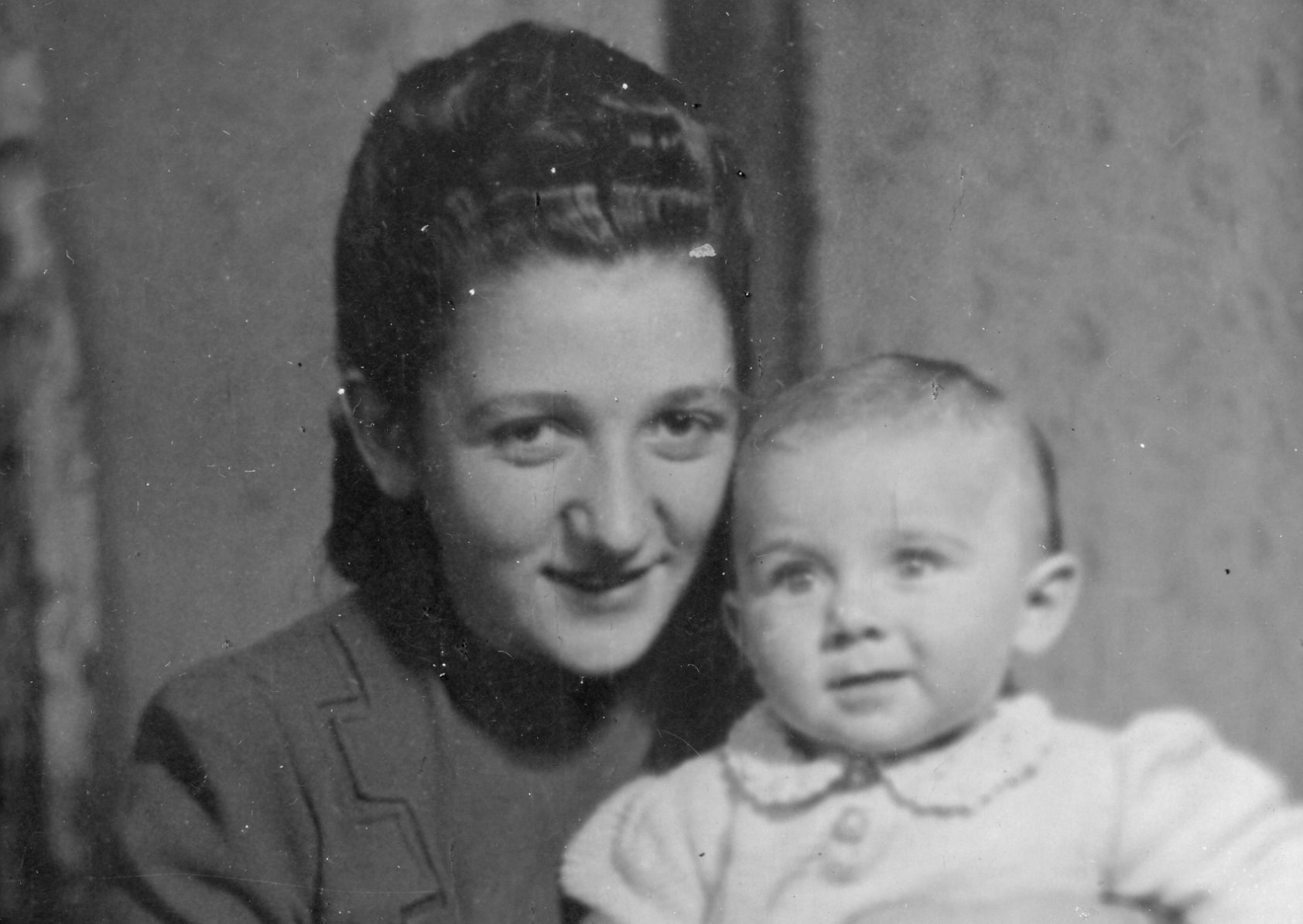 Sonia as a young mother, with her daughter Bella