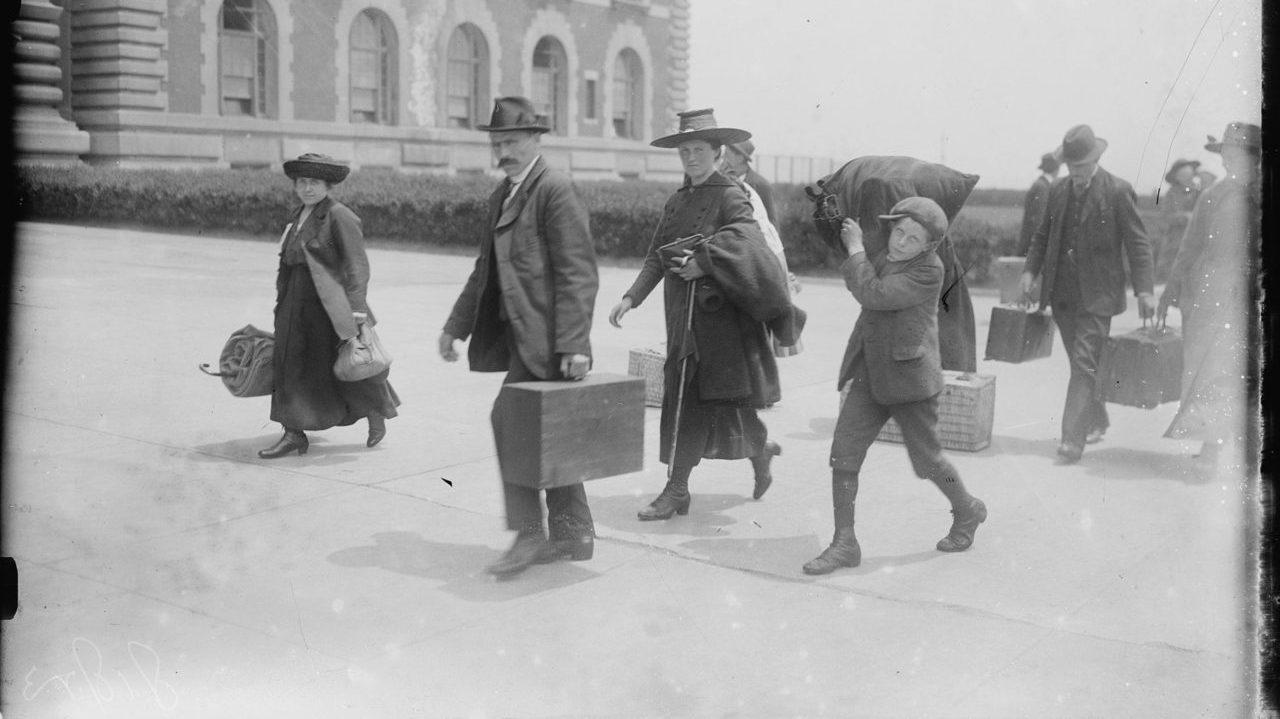 Immigrants arriving at Ellis Island in 1915