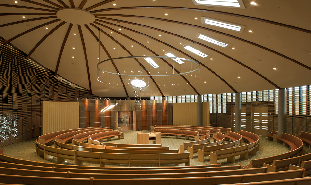 The light-filled sanctuary of Kol Shofar in Tiburon (Photo/HCLA)