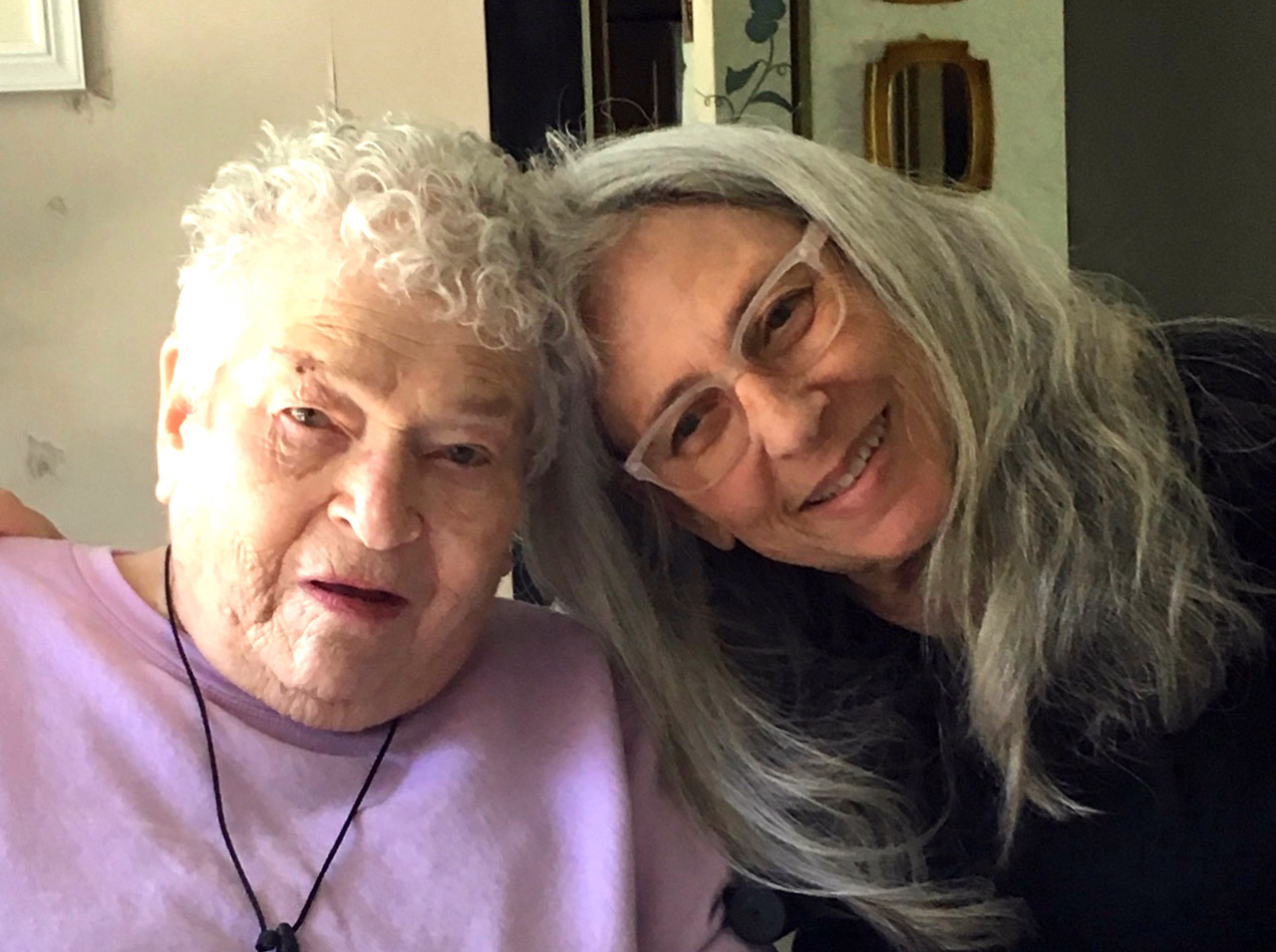 Melaveh Project doula Patti Goldstein (right) with her mother Phyllis Goldstein