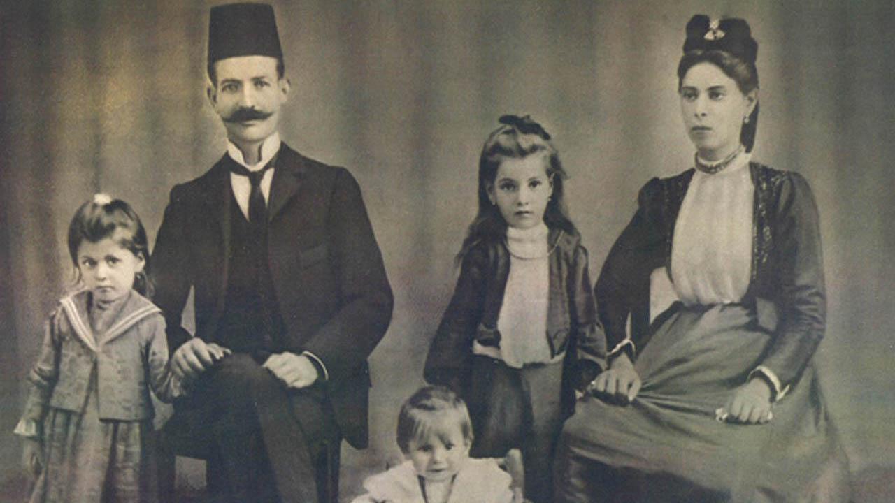 """""""Kanta Judezmo"""" composer Sascha Jacobsen's cousins, the Capeloutos, in Rhodes, circa 1906 (Photo/Courtesy Sascha Jacobsen)"""
