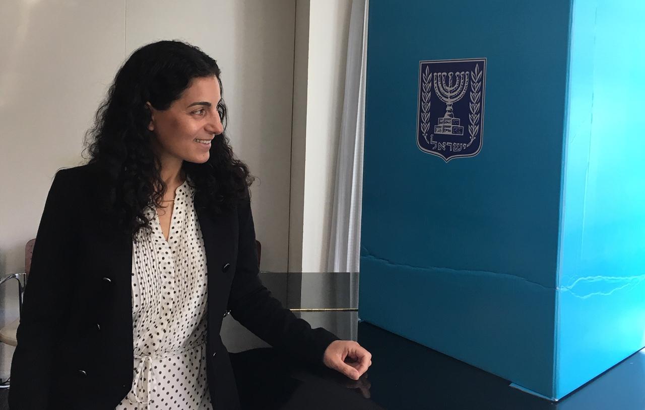 Ravit Baer, S.F.-based Israeli deputy consul general, with the ballot box used by Israeli consular staff, April 9, 2019 (Photo/Dan Pine)