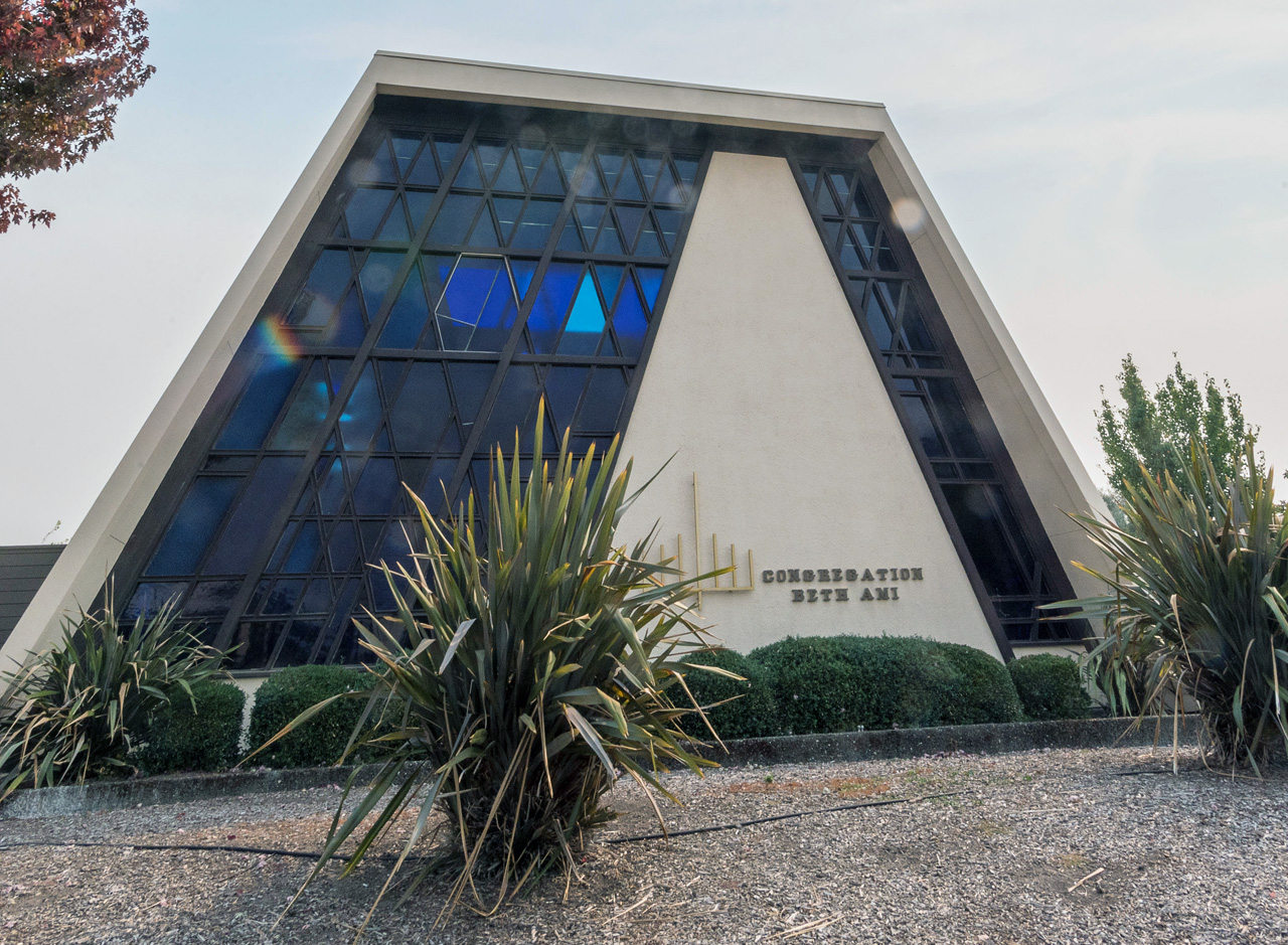Congregation Beth Ami in Santa Rosa, which was a hub for Jewish relief efforts during 2017 wildfires, will host an emergency preparedness fair on June 23. (Photo/Norm Levin)