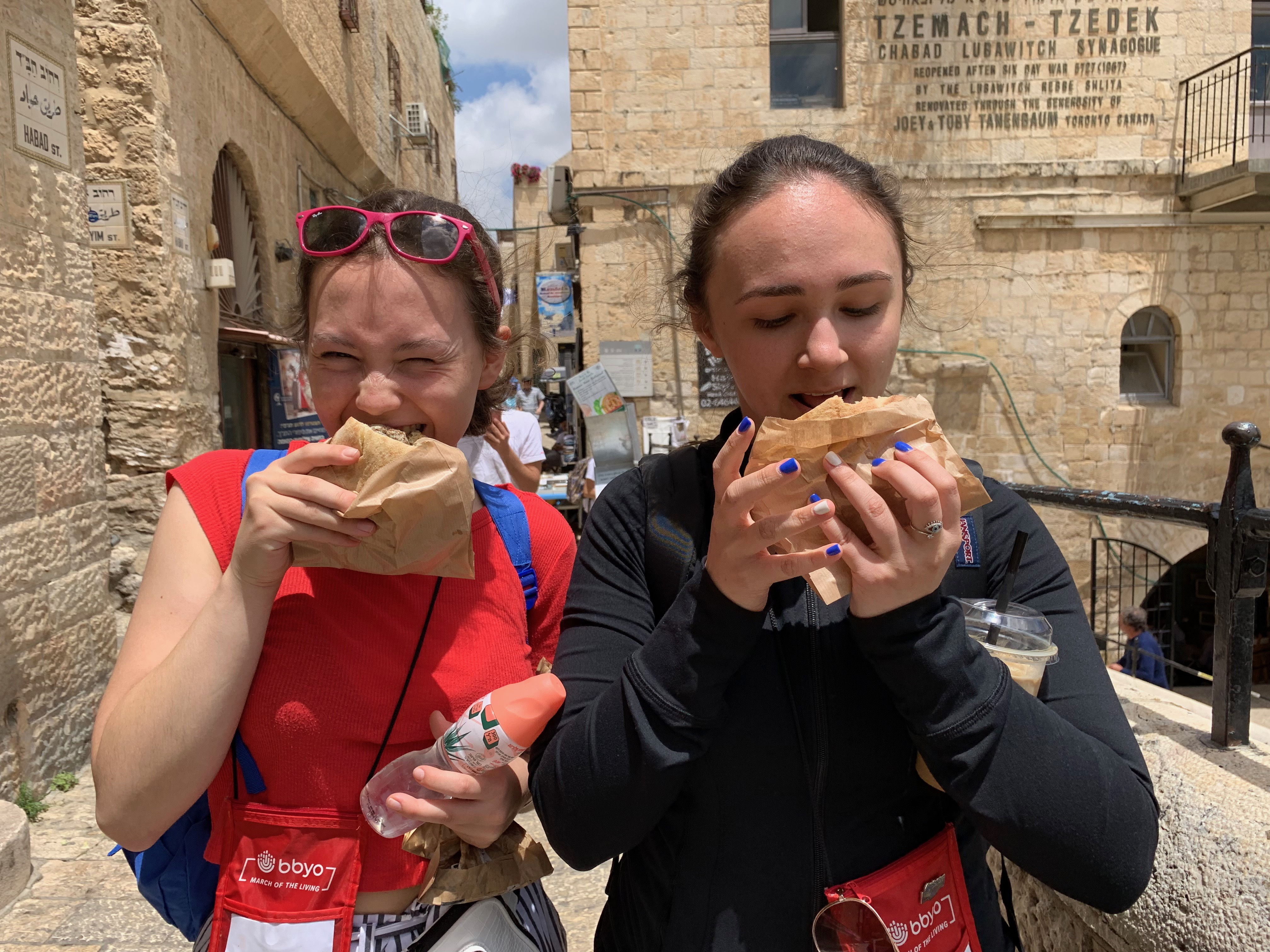 Ulrike Shragge (right) eating hummus with a friend in Jerusalem, summer 2019