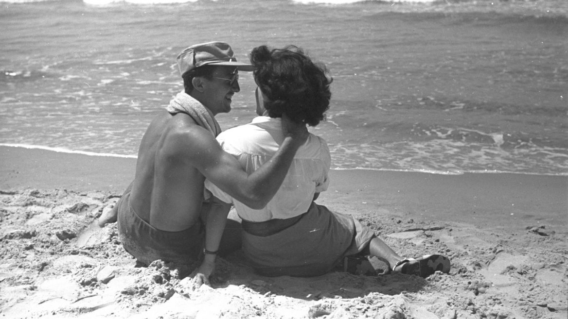 In the midst of the 1948 War of Independence, an IDF soldier and his best girl take a beach break to cool off from the August heat.