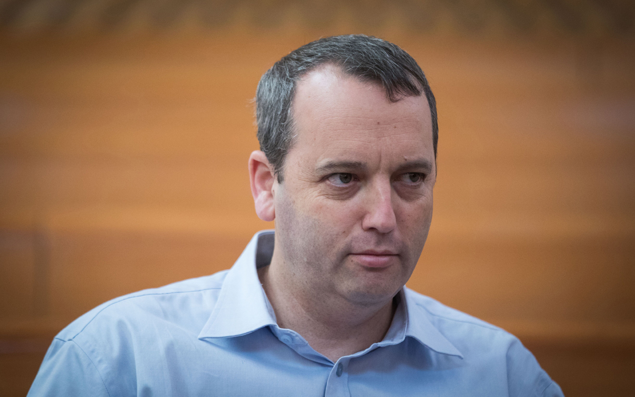 Rabbi Gilad Kariv seen at the courtroom of the Israeli Supreme Court in Jerusalem before the start of a court hearing about public transportation on Shabat, Sept. 11, 2017. (Photo/JTA-Yonatan Sindel-Flash90)