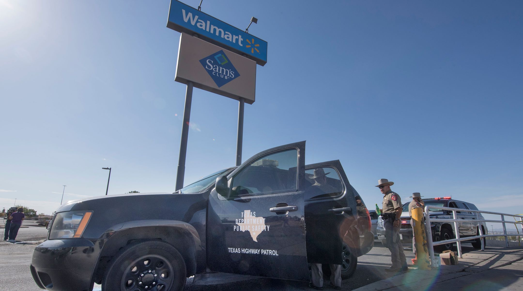 Texas State Troopers keep watch outside the Cielo Vista Mall Wal-Mart where a shooting left 20 people dead in El Paso, Texas, on Aug. 4, 2019. (Photo/JTA-AFP-Getty Images- Mark Ralston)