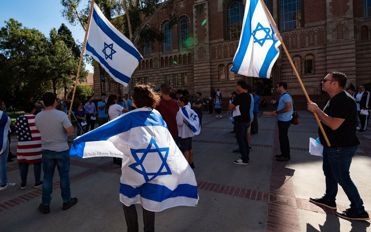 Members of the Jewish community and their allies protest anti-Semitism at UCLA, Nov. 6, 2018. (Photo/JTA-Ronen Tivony-NurPhoto via Getty Images)