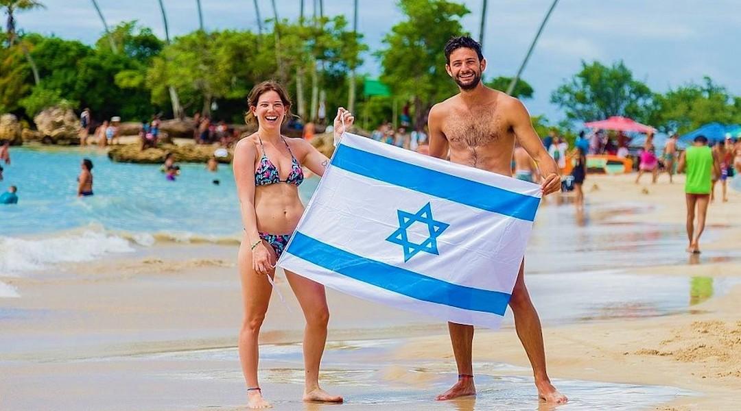 Israelis at Second Beach in Morro de Sao Paulo, Brazil. (JTA/Renato Santana/CORREIO)