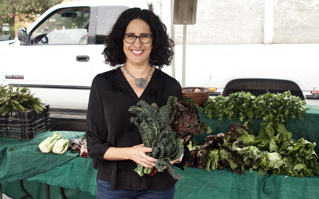 Michelle Greenebaum helps parents introduce new vegetables to their children. (Ken Greenebaum)