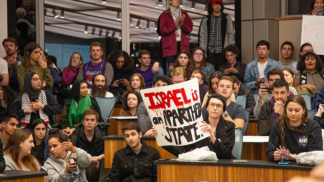 A Feb. 3, 2020 UC Berkeley student union meeting where pro-Israel and anti-Israel students groups debated a measure to remove a controversial anti-Israel display. (Photo/Sunny Shen-Daily Californian)