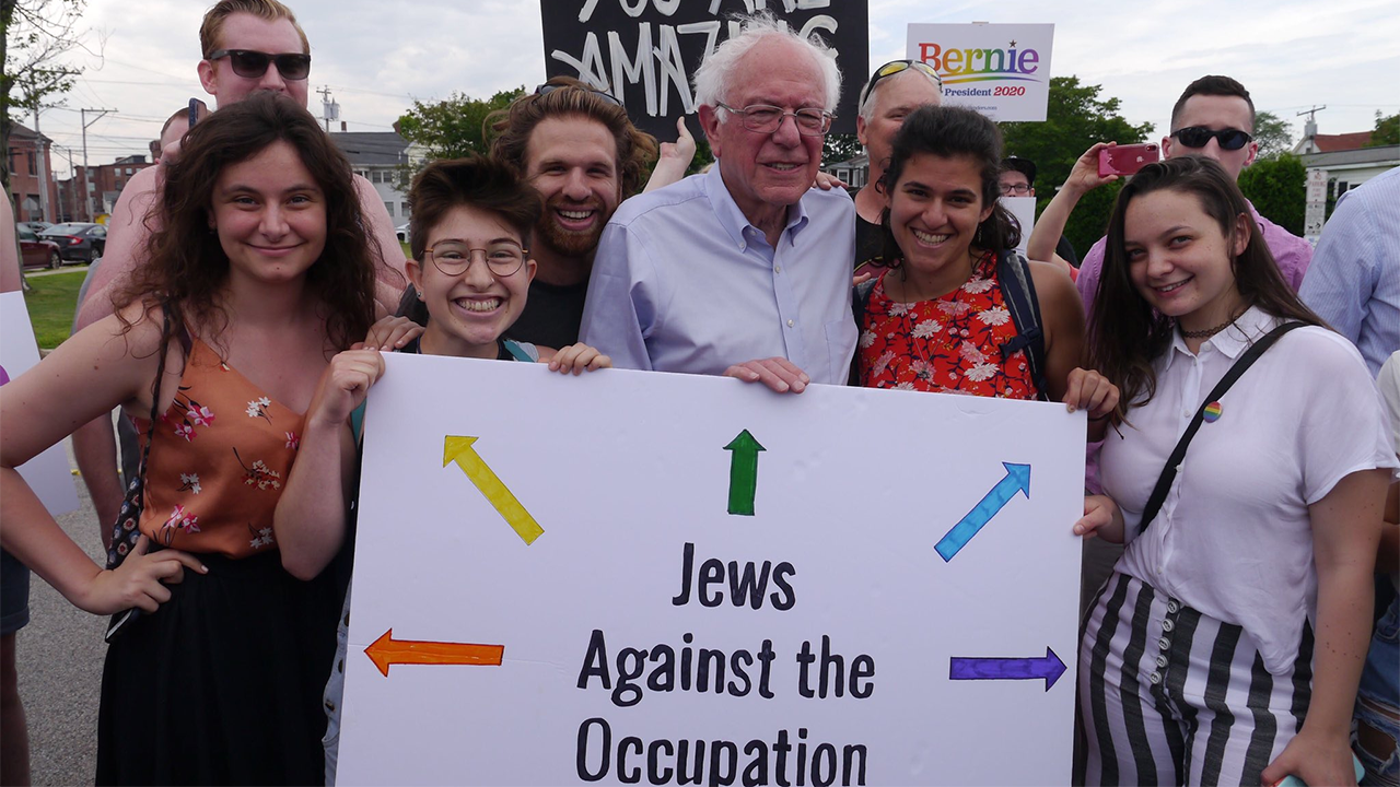 2020 Democratic presidential candidate Bernie Sanders with IfNotNow volunteers in New Hampshire on June 29, 2019. (Courtesy IfNotNow)