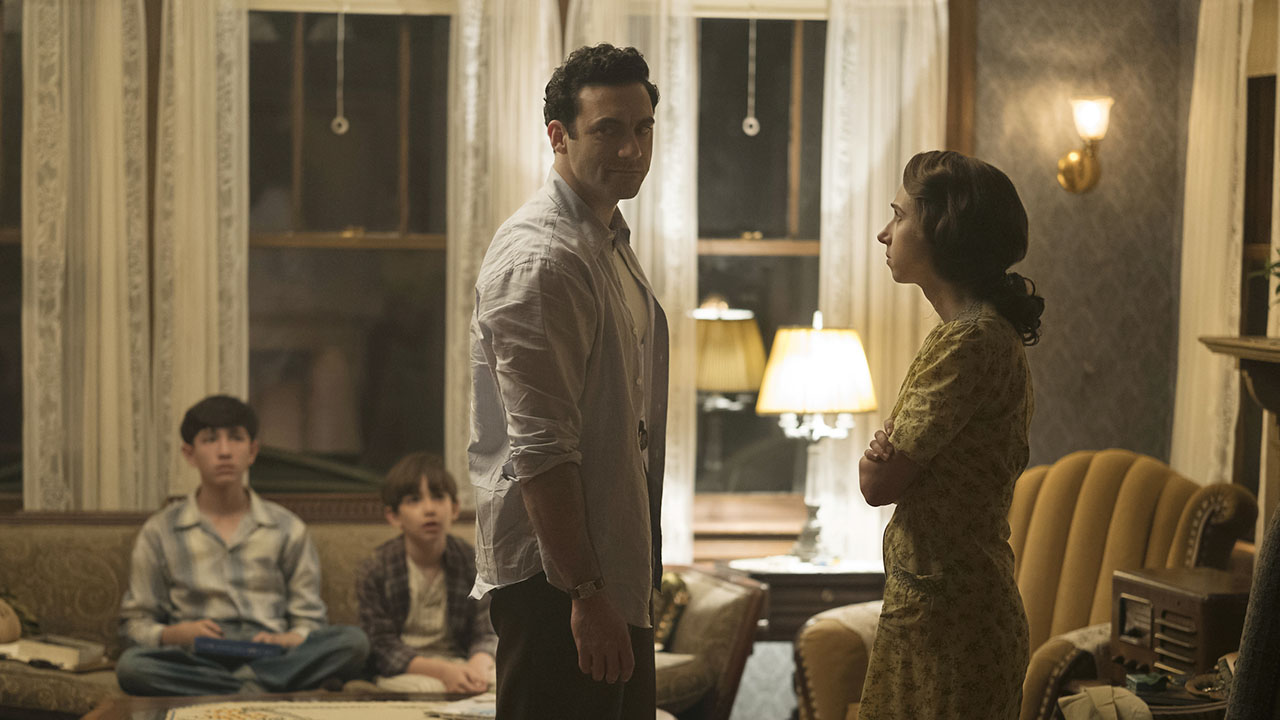 """Morgan Spector, center, as Herman Levin, and Zoe Kazan, right, as Bess Levin, in HBO's """"The Plot Against America."""" (Photo/Michele K. Short-HBO)"""