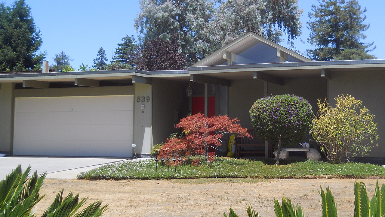 A typical Eichler home in Sunnyvale. (Photo/Wikimedia Commons)