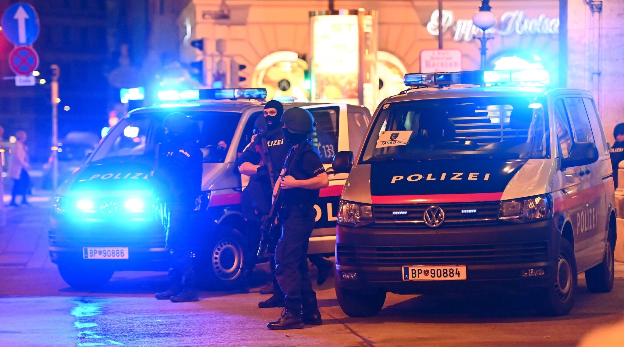 Policemen in central Vienna, where dozens of shots were fired on Nov. 2, 2020. (Photo/JTA-Joe Klamar-AFP via Getty Images)