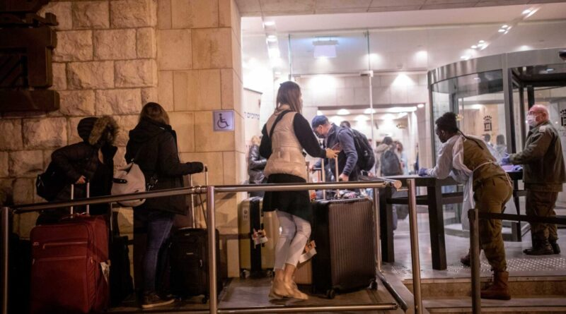 Arrivals from a flight from England get to the Dan Panorama Hotel used as a quarantine facility, on Dec. 20, 2020. (Photo/JTA- Yonatan Sindel-Flash90)