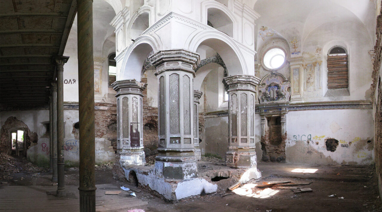 The interior of the Great Synagogue of Slonim, Belarus, pictured in 2007. (Photo/Wikimedia Commons)