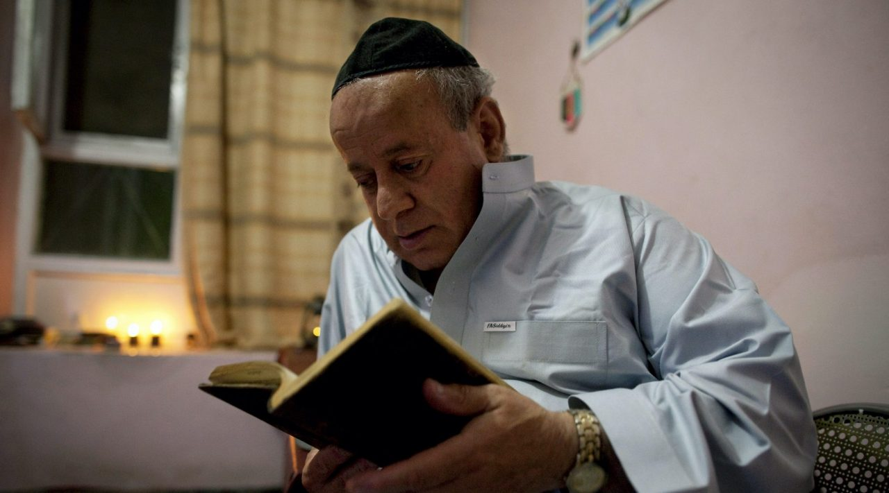 Zabulon Simantov reads a prayer book before celebrating Rosh Hashanah in Kabul, Afghanistan, Sept. 18, 2009. (Photo/JTA-Paula Bronstein-Getty Images)