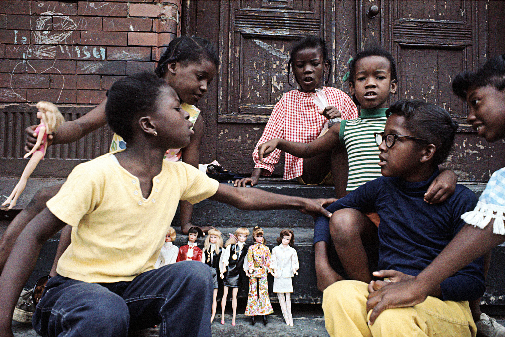 """""""Girls with Barbies, East Harlem"""" by 1970 Camilo J. Vergara. Writer Laura Paull never ventured into Harlem as a kid, until she enrolled in an ethnic studies course that drew lots of Black students. (Photo/Library of Congress-Camilo J. Vergara)"""