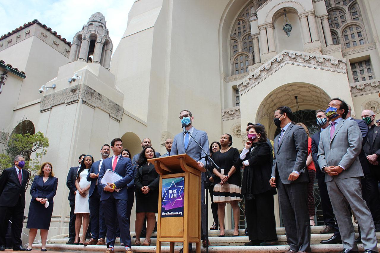 State Sen. Scott Wiener speaks at Congregation Emanu-El in San Francisco. (Photo/Gabriel Greschler)