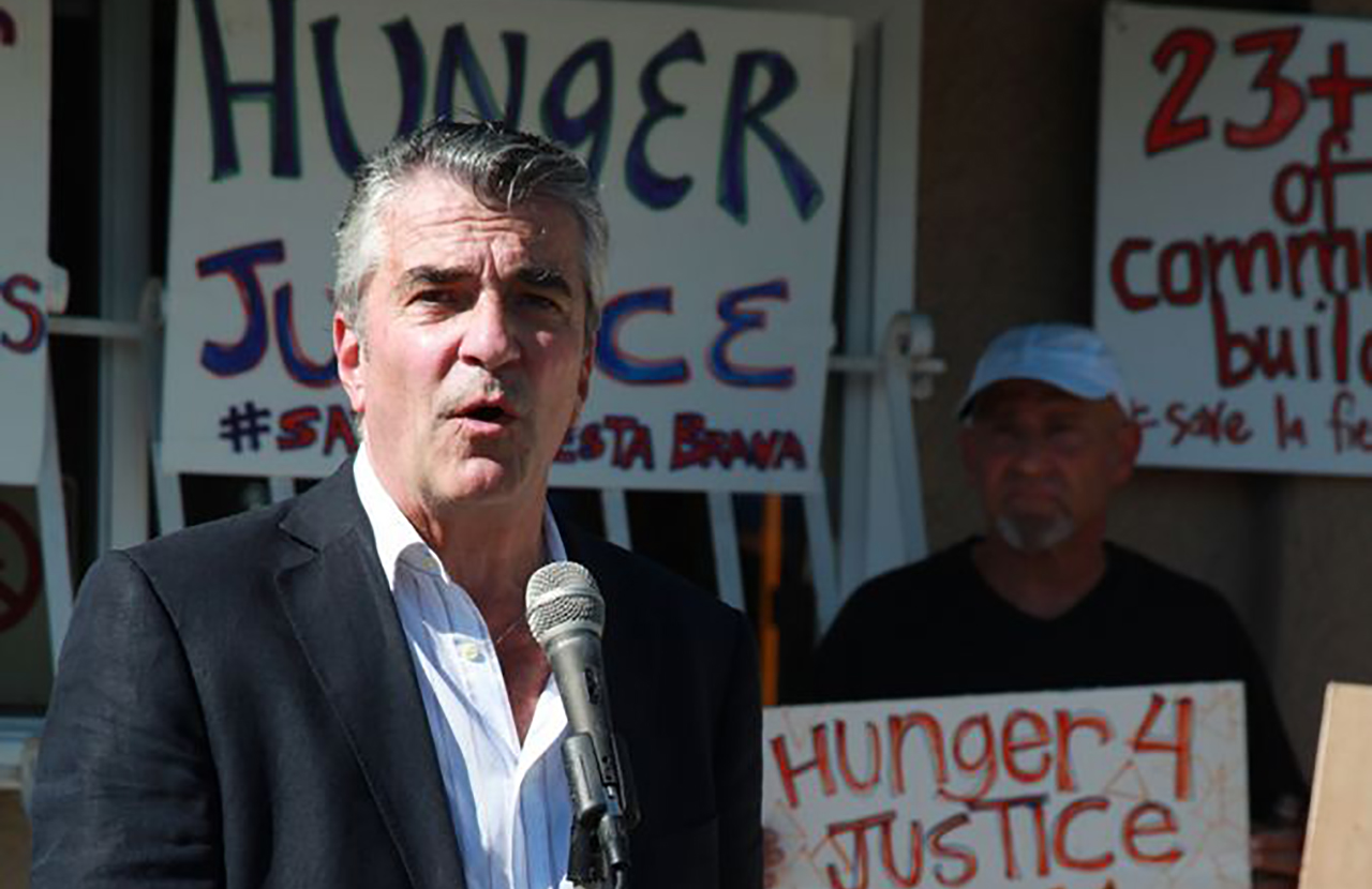 Attorney Mark Kleiman is representing two men accused of assaulting diners outside an L.A. restaurant while protesting against Israel's actions during the most recent round of hostilities with Gaza. (Photo/Forward)