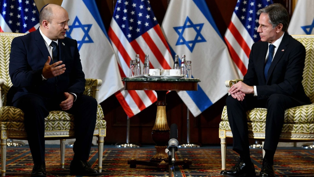 Israeli Prime Minister Naftali Bennett (left) meets U.S. Secretary of State Antony Blinken at the White House, Aug. 26, 2021. (Photo/JTA-GPO Handout-Anadolu Agency via Getty Images)