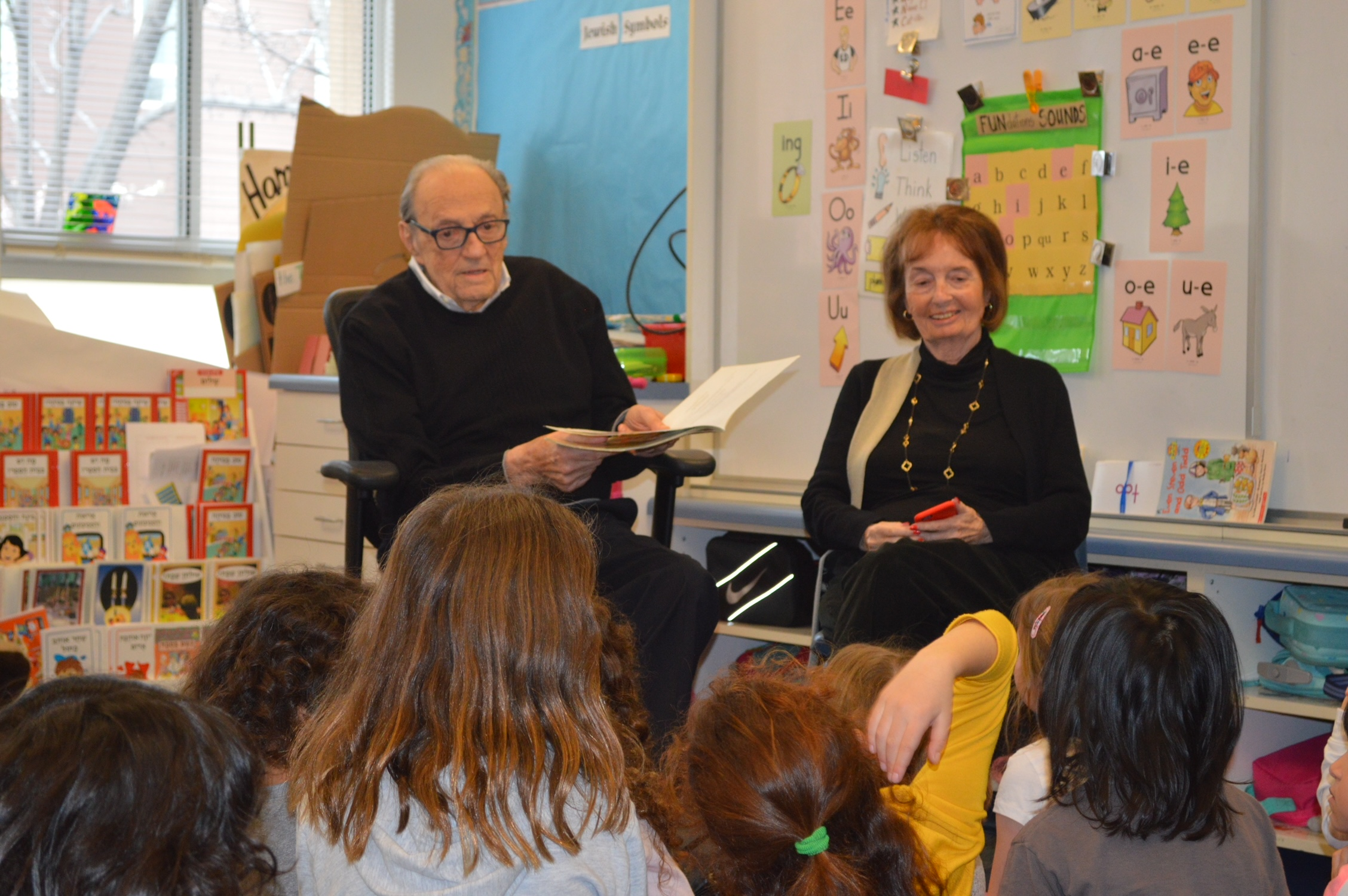Ron Wornick reads to a class at the school that bears his name. (Photo/ Courtesy Ronald C. Wornick Jewish Day School)