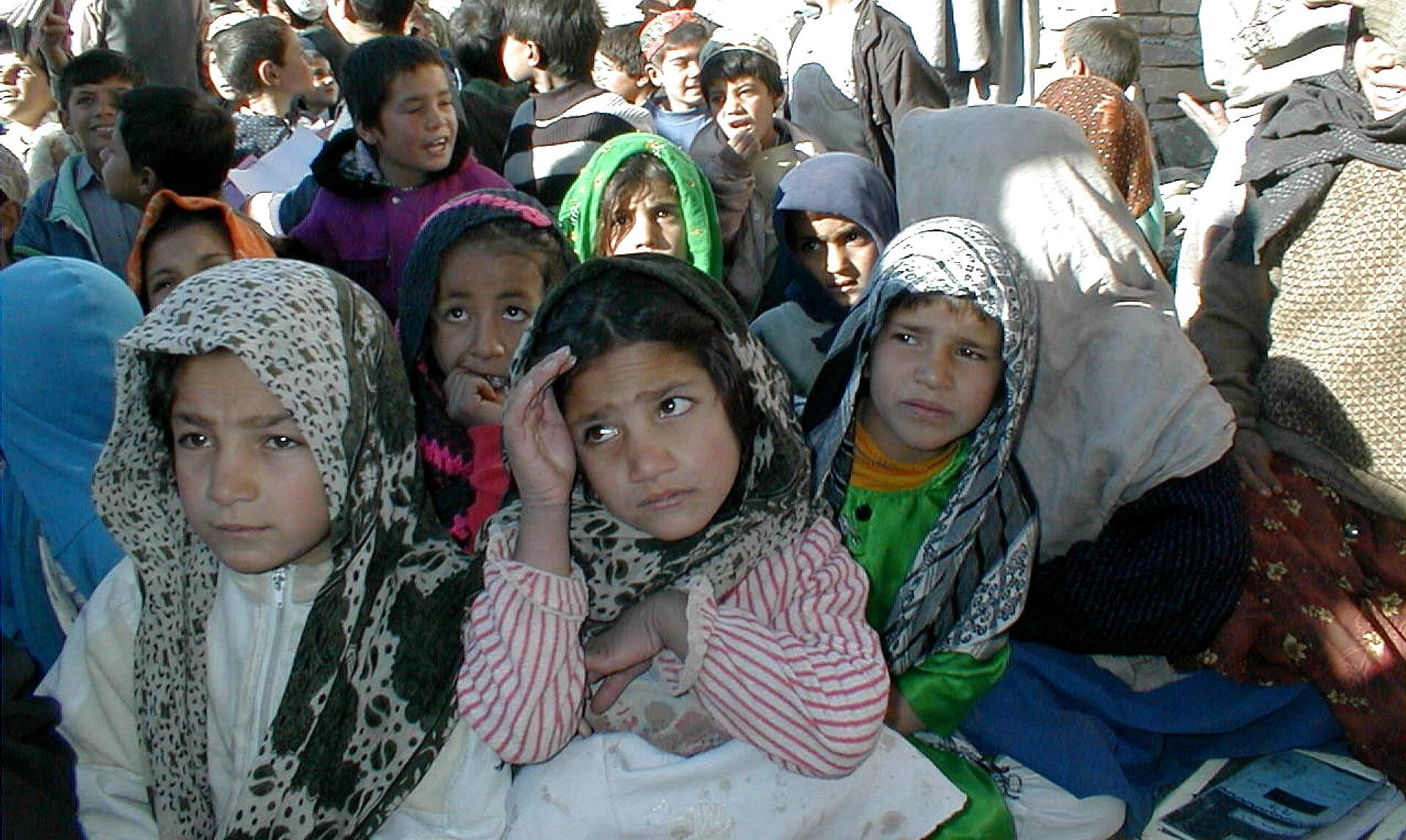 Children in Afghanistan attend class outdoors. (Photo/Guy Lawson-USAID)